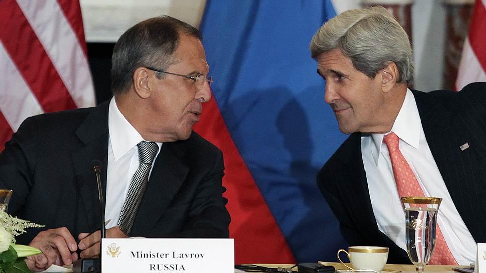 Министр иностранных дел России Сергей Лаврова (слева) и госсекретарь США Джон Керри