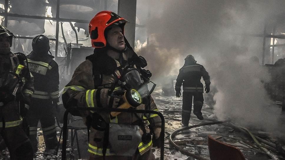 Пожарная служба МЧС завершила работу в здании библиотеки Института научной информации по общественным наукам (ИНИОН) РАН