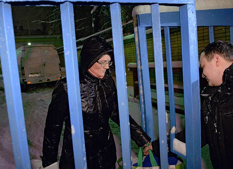 Как выяснилось на встрече с адвокатами, следователь принял решение освободить Светлану Давыдову под подписку о невыезде. Вскоре обвиняемую в государственной измене жительницу Вязьмы выпустили из СИЗО