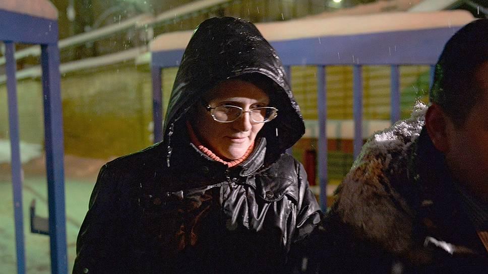 Ранее защита просила следователей рассмотреть возможность перевести Светлану Давыдову под домашний арест или под подписку о невыезде. Для этого инициативная группа, состоящая в том числе из активистов правозащитной организации «Русь сидящая», даже готовы были снять ей квартиру в Москве
