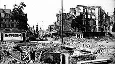 На следующий день, 14 февраля, бомбардировки продолжились с новой силой и при участии ВВС США: 311 американских бомбардировщиков Boeing B-17 Flying Fortress сбросили 771 тонну бомб. 15 февраля американская авиация сбросила 466 тонн бомб, при этом впервые были атакованы «движущиеся по дорогам цели». Таким образом увеличилось число пострадавших среди мирных жителей, которые пытались выбраться из города. И хотя ковровые бомбардировки были закончены вечером 15 февраля, американские ВВС провели еще две бомбардировки -- 2 марта и 17 апреля