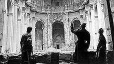 Бомбардировка Дрездена нашла отражение в кино и  литературе, в том числе антивоенном романе «Бойня номер пять, или Крестовый поход детей» Курта Воннегута, который участвовал в разборе завалов города. Роман не был принят в США и подвергся цензуре