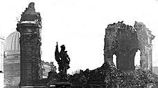 """<B>По воспоминаниям радиста британских ВВС, участвовавшего в налете на Дрезден:</B> «В то время меня поразила мысль о женщинах и детях, находившихся внизу. Казалось, мы часами летели над морем огня, бушевавшего внизу — сверху это выглядело как зловещее красное свечение с тонким слоем дымки над ним. Помню, я сказал другим членам экипажа: """"Боже мой, эти бедолаги внизу"""". Это было совершенно необоснованно. И это невозможно оправдать»"""
