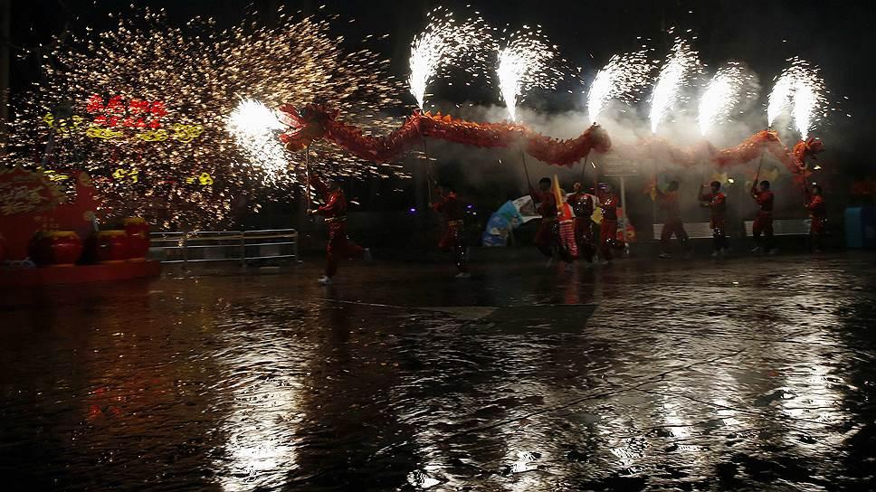 У китайского Нового года нет фиксированной даты празднования, поскольку он вычисляется по восточному лунно-солнечному календарю