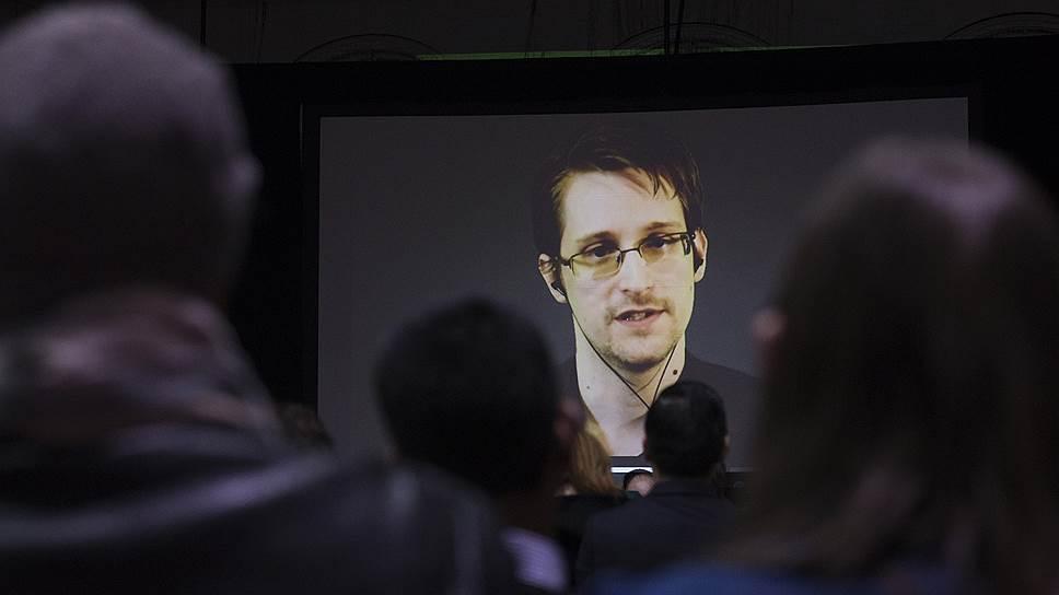 Чем сейчас занимается Эдвард Сноуден