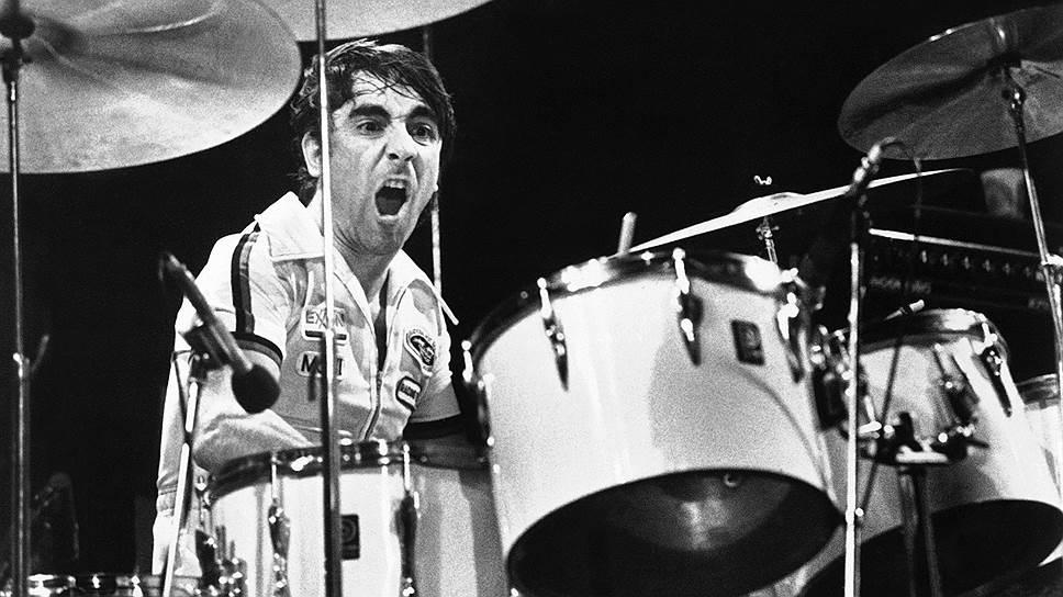 В ноябре 1973 года на концерте в Сан-Франциско барабанщик The Who Кейт Мун был в нетрезвом состоянии и упал прямо во время концерта. Его отправили в больницу, а вокалист Пит Таунсенд пригласил на сцену любого, кто играет на барабанах. Из-за плохой игры барабанщика через 15 минут концерт все равно отменили, а фанатам вернули деньги