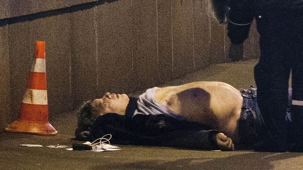 В Немцова стреляли не менее семи раз, четыре пули попали в спину. На месте происшествия найдено шесть гильз