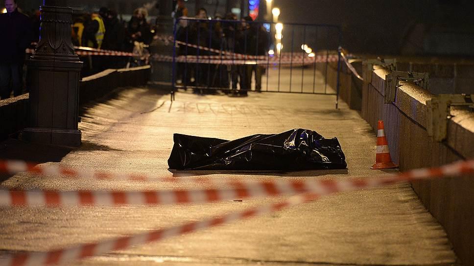 Бориса Немцова расстреляли из проезжающей машины у Кремля на Большом Москворецком мосту 27 февраля около 23:40