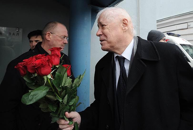 Уполномоченный по правам человека в городе Москве Александр Музыкантский во время церемонии прощания