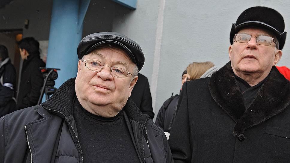 Президент Фонда поддержки законодательных инициатив Григорий Томчин (слева) на церемонии прощания