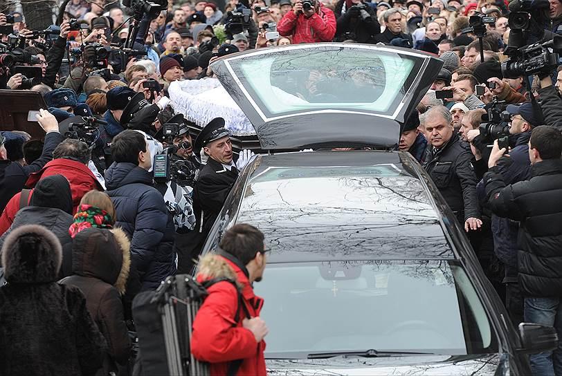 Точное количество людей, пришедших проститься с Борисом Немцовым, неизвестно