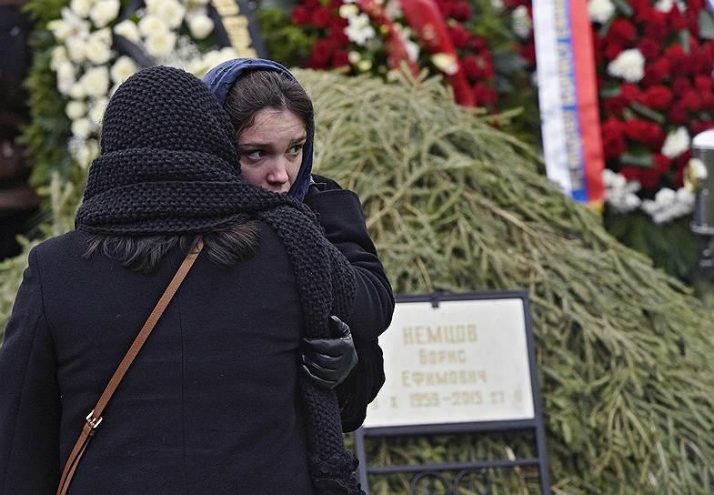 Дочь Бориса Немцова Жанна с матерью Раисой Немцовой