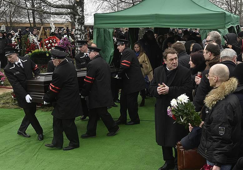 Похороны российского политика и сопредседателя партии РПР-Парнас Бориса Немцова на Троекуровском кладбище