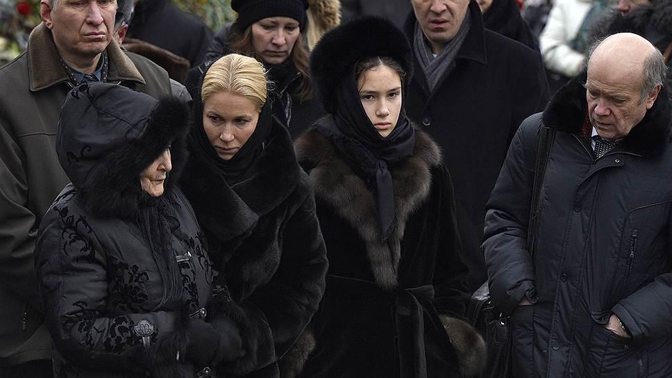 Слева направо: мать Бориса Немцова Дина Эйдман, журналист Екатерина Одинцова с дочерью Диной Немцовой