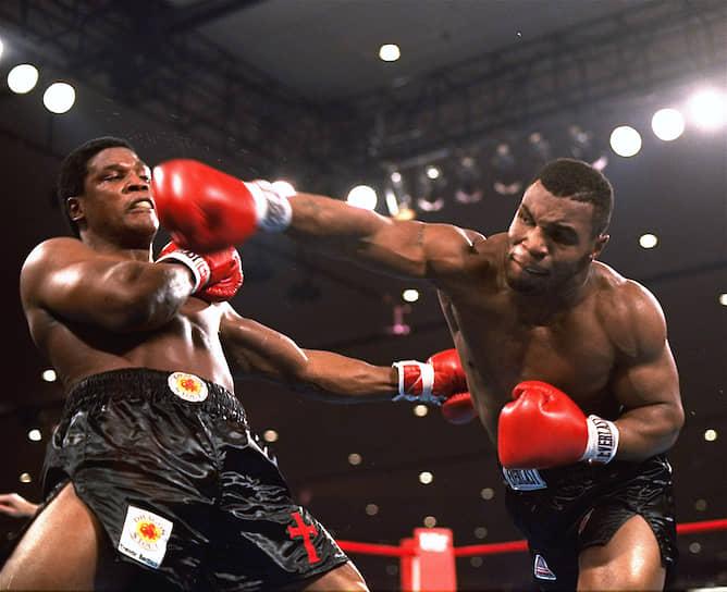 «Самая трудная часть боя – это тренировка, потому что верьте или нет, самая простая часть боя – это сам бой. За месяц до боя, единственное о чем я думаю – это только тренировки. Постоянные тренировки. Я люблю тренироваться, но иногда становится скучно, потому что это постоянные повторения. Опять и опять одно и то же, опять и опять» <br>В 1988 году Тайсон уволил своего тренера Кевина Руни, распустил всю команду. На некоторое время развитие его карьеры приостановилось <br>На фото: бой Майка Тайсона и Тревора Бербика в ноябре 1986 года