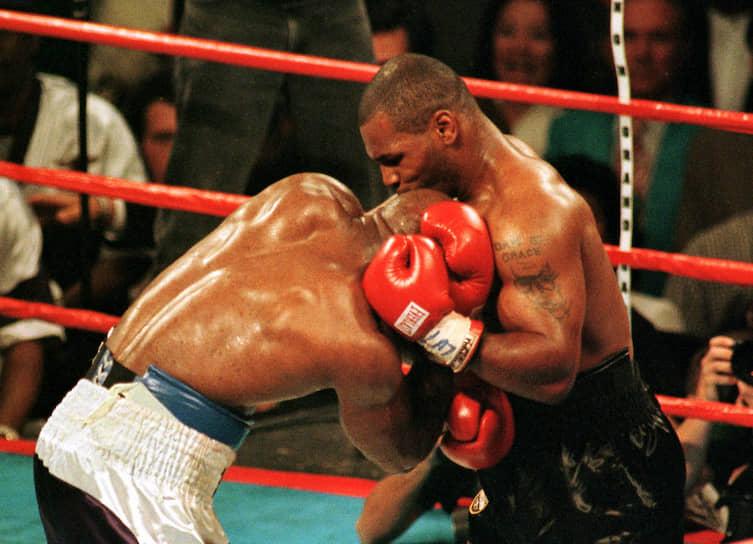 «Лучше говорить с набитым ртом, чем молчать с набитой мордой» <br>В ноябре 1996 года Майк Тайсон потерпел поражение от Эвандера Холифилда техническим нокаутом. Матч-реванш состоялся 28 июня 1997 года. В этом бою Тайсон откусил Холифилду кусок правого уха и был дисквалифицирован, а его боксерская лицензия отменена и восстановлена только в октябре 1998 года. Бой стал событием года. 16 октября 2009 года на шоу Опры Уинфри Тайсон извинился перед Холифилдом