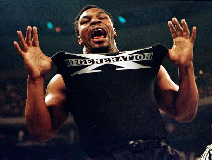 В 1998 году Тайсон начал заниматься рестлингом. В 2010 году он появился на WWE Monday Night Raw в матче двух команд: Тайсон и Крис Джерико против D-Generation X. 31 марта 2012 года Тайсон был введен в Зал Славы WWE