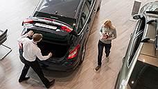 Продажи легковых автомобилей в России упали на 38%