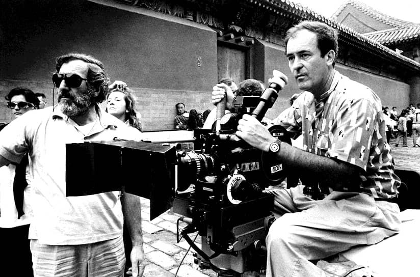 «Если бы я был кинокритиком, я бы следовал правилу, содержащемуся во фразе Жана Ренуара: ''Не тратьте время на то, чтобы говорить плохо о фильме, который терпеть не можете, вместо этого говорите о фильмах, которые вы любите, и поделитесь с другими вашим удовольствием''» <br>В начале 1980-х Бертолуччи переехал в Англию. Этот период творчества режиссер называл «космополитическим», так как он отошел в своих работах от итальянской тематики. В 1987 году вышел новый фильм Бертолуччи «Последний император», основанный на биографии китайского императора Пу И