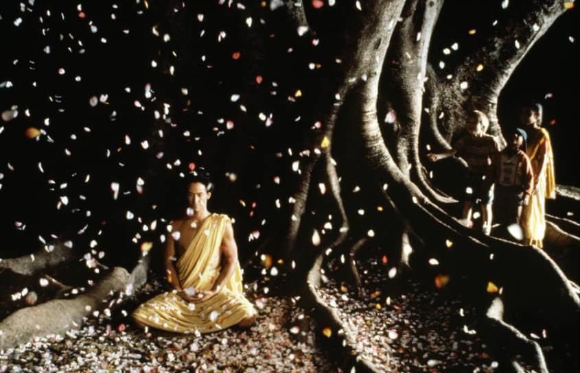 «Я научился понимать значение слова ''сострадание'' так, как его понимают буддисты. Сострадать — значит понимать причины страдания другого» <br>После фильма о Китае в 1990 году вышла новая работа Бертолуччи по роману Пола Боулза «Под покровом небес», рассказывающая о трагическом путешествии семейной пары американцев по Северной Африке. Сам Боулз был недоволен экранизацией. В 1993 году на экраны вышел «Маленький Будда» (кадр на фото). Перед мировой премьерой был устроен предпоказ для единственного зрителя — далай-ламы