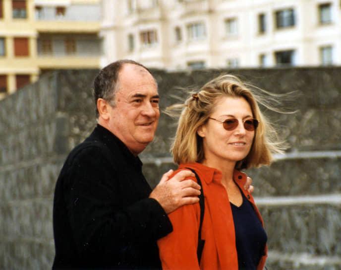«Любви нет, есть доказательство любви» <br>Бернардо Бертолуччи был дважды женат. Его первой супругой была актриса Адриана Асти. С 1978 года режиссер был женат на сценаристке Клэр Пиплоу (на фото)
