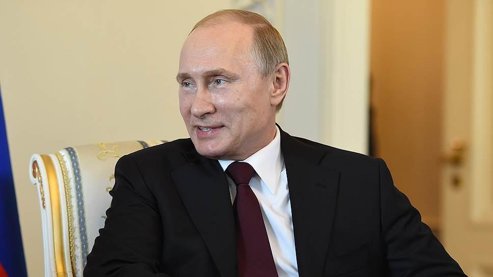 Владимир Путин показался на людях