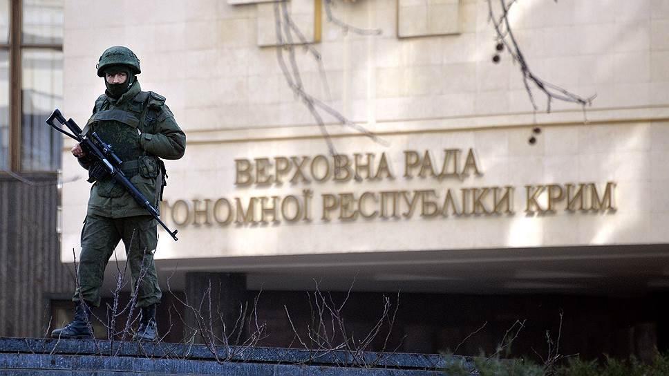 27 февраля крымский парламент был захвачен вооруженными людьми, назвавшимися «представителями самообороны русскоязычных граждан Крыма». В тот же день парламент проголосовал за проведение в Крыму референдума «по вопросам усовершенствования статуса и полномочий» региона