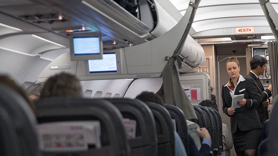 Почему Росавиация предложила раздавать стюардессам электрошокеры
