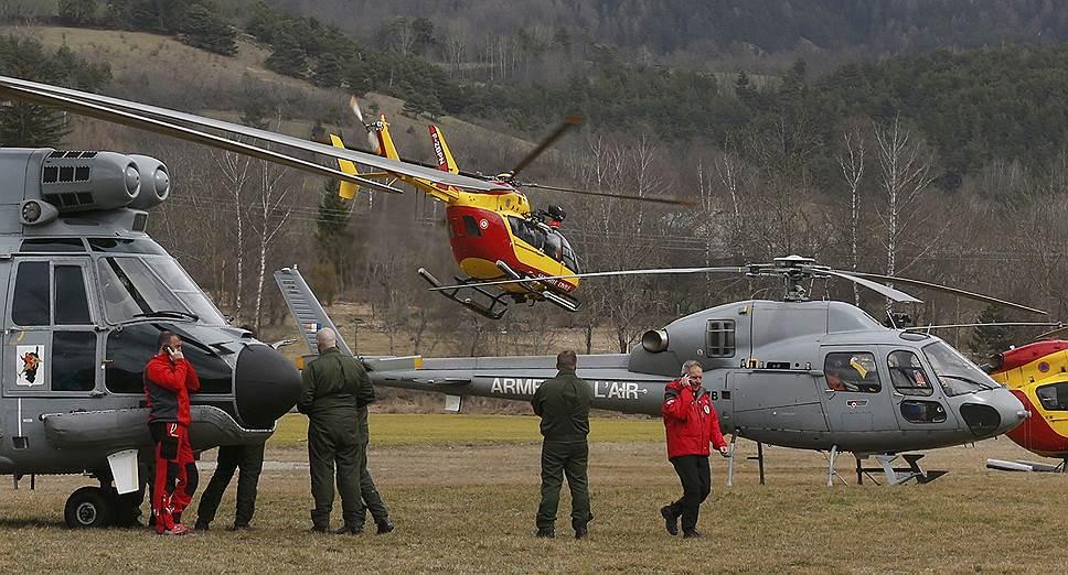 Глава авиакомпании Germanwings Томас Винкельман на пресс-конференции рассказал: «Насколько нам известно, 8 минут длилось падение. Контакт с самолетом, согласно информации с французских радаров пропал в 10:53. На высоте 6 тыс. футов он потерял управление и рухнул. На борту находилось 144 пассажира, 6 членов экипажа. Обычно полеты по этому маршруту проходили без проблем, самолет последний раз осматривали вчера, 23 марта. В 2013 году самолет прошел полную проверку, как это предусмотрено правилами. Пилот самолета работает больше 10 лет на авиакомпанию Lufthansa, за штурвалом Airbus он провел более 6000 часов. Сотрудники авиакомпании на пути к месту катастрофы, чтобы помочь выяснить причину крушения»