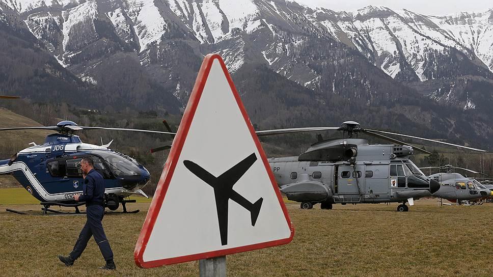На юге Франции потерпел крушение самолет Airbus A320 немецкой авиакомпании Germanwings, рейс 4U 9525 маршрутом Барселона—Дюссельдорф. По последним данным, на борту находились 150 человек, все они погибли