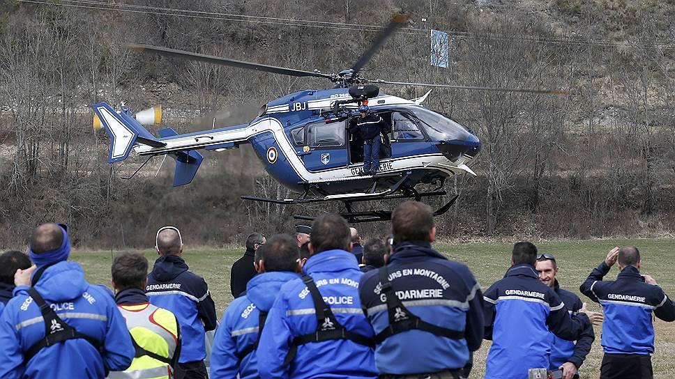 Прокуратура Марселя начала расследование авиакатастрофы лайнера А320. Полицейские оцепили место крушения. «На текущем этапе расследования мы не можем исключать никакие гипотезы произошедшего», — заявил премьер-министр Франции Мануэль Вальс