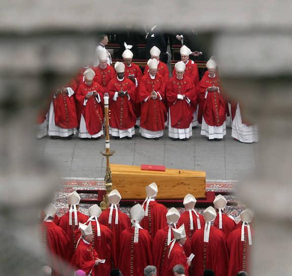 Похороны папы римского Иоанна Павла II обошлись в €7 млн. Они состоялись 8 апреля 2005 года, спустя шесть дней после кончины понтифика