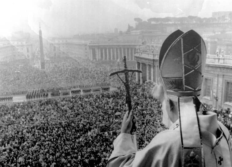 16 октября 1978 года папа римский Иоанн Павел II стал первым папой неитальянского происхождения за последние 455 лет и самым молодым папой за всю историю XX века. Как поговаривали в Ватикане, Войтыла особых шансов на избрание не имел и победил потому, что два других претендента — итальянские кардиналы Сири и Бенелли — заблокировали избрание друг друга, будучи тем не менее не в силах добиться решающего перевеса