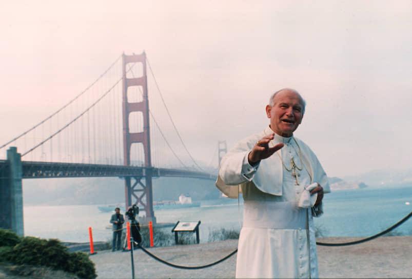 Понтифик был самым путешествующим папой во всей истории Католической церкви. Он был в более чем 200 пастырских поездках, проехав 1,2 млн км