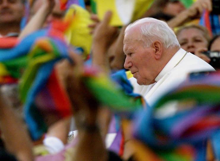 16 апреля 2003 года из-за технической ошибки на сайте CNN вышла публикация заранее заготовленных некрологов для ряда известных людей, в том числе и Иоанна Павла II