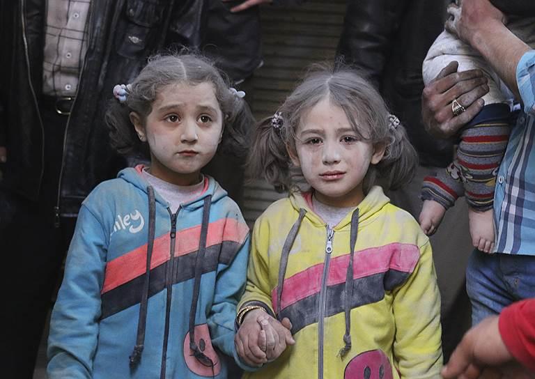 Алеппо, Сирия. Дети, выжившие при ракетном обстреле города силами, лояльными Башару Асаду