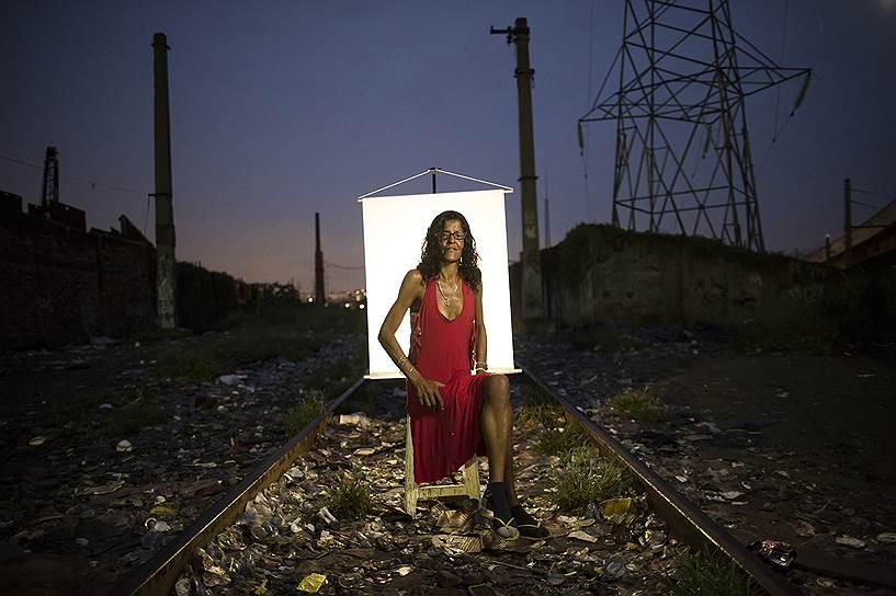 На фото: Даниэла Пинто, 39 лет. Курит крэк четыре года, постоянно живет в Крэкленде четыре месяца. Даниэла говорит, что хочет свободы, мира и любви, но еще больше хочет избавиться от зависимости