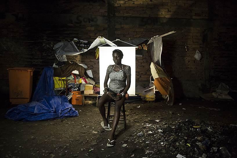 На фото: Патрисия Себастяу, 22 года. Патрисия ждет третьего ребенка. У нее уже есть двухлетняя дочь и годовалый сын. Она говорит, что находится на шестом или седьмом месяце беременности, но не знает наверняка