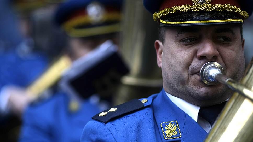 Зачем Сербию зовут в Киев с оркестром