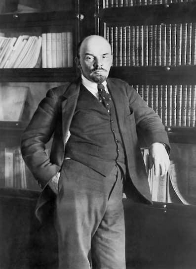В течение следующих двух лет Ленин отстаивал необходимость превращения империалистической войны в войну гражданскую и выступал с лозунгом «революционного пораженчества». В 1916 году он переехал в Цюрих, где закончил работу «Империализм как высшая стадия капитализма (популярный очерк)», сотрудничал со швейцарскими социал-демократами. Именно в Цюрихе Ленин узнал о Февральской революции в России, которую, по собственным признаниям, не ожидал и считал следствием «заговора англо-французских империалистов». В апреле 1917 года он был переправлен в Россию