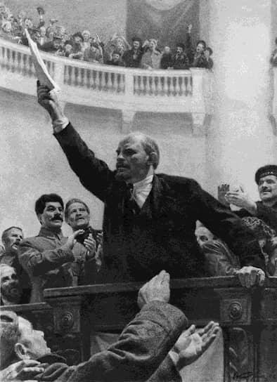 Что касается внутренней политики, в 1921 году был отменен «военный коммунизм», продразверстка заменена продовольственным налогом, вводился НЭП, разрешивший частную свободную торговлю. Развивалась кооперация, был разработан проект электрификации России. В 1922 году был создан Союз Советских Социалистических Республик (СССР)