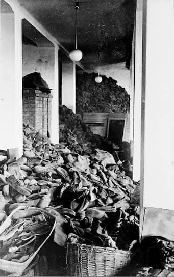 Давид Сурес, один из заключенных Освенцима:   «Примерно в июле 1943 года меня и со мной еще десять человек греков записали в какой-то список и направили в Биркенау. Там всех нас раздели и подвергли стерилизации рентгеновскими лучами. Через один месяц после стерилизации нас вызвали в центральное отделение лагеря, где всем стерилизованным была произведена операция — кастрация»