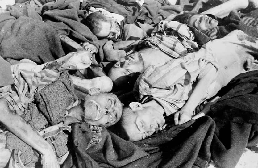 Освенцим стал печально знаменит во многом благодаря медицинским экспериментам, который в его стенах проводил доктор Йозеф Менгеле. После чудовищных «опытов» по кастрации, стерилизации, облучению жизнь несчастных заканчивалась в газовых камерах. Жертвами Менгеле были десятки тысяч человек. Особенное внимание он уделял близнецам и карликам. Из 3000 близнецов, прошедших через опыты в Освенциме, выжило лишь 200 детей