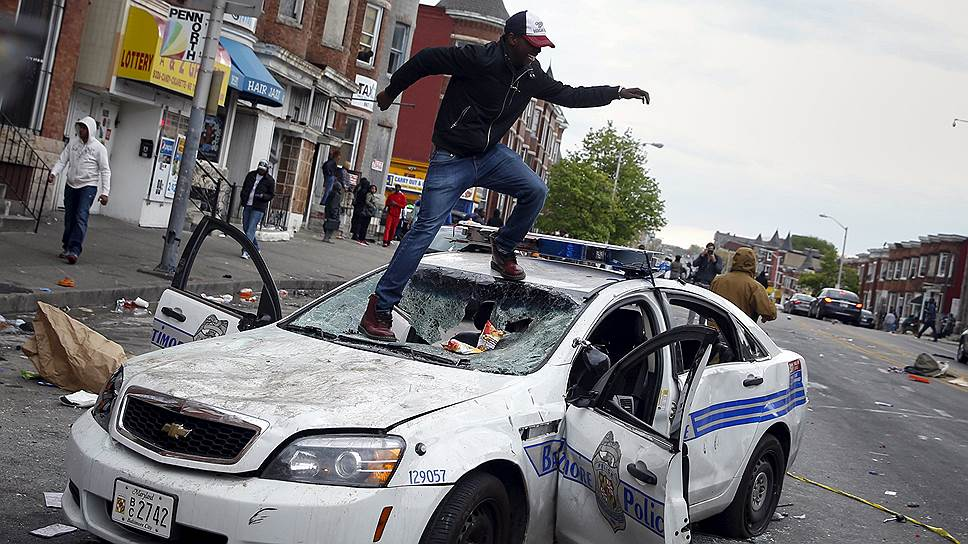 Ожесточенные столкновения демонстрантов с полицией произошли в Балтиморе — крупнейшем городе американского штата Мэриленд, расположенном примерно в 60 км от Вашингтона