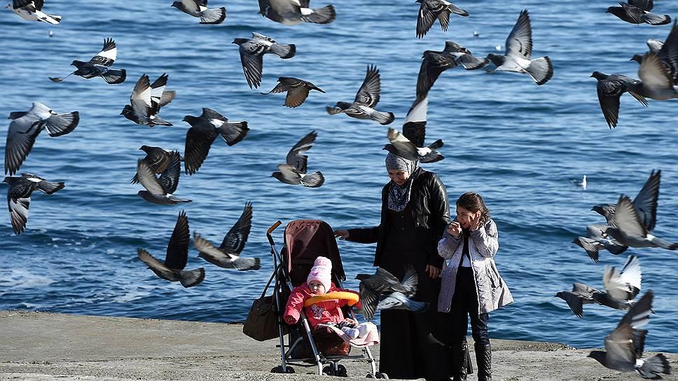 Жители Крыма в целом довольны положением дел