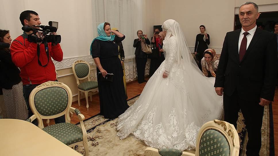 Как в Чечне сыграли свадьбу главы РОВД и 17-летней девушки