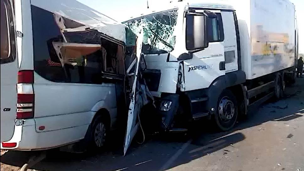 Как автобус с детьми врезался в грузовик