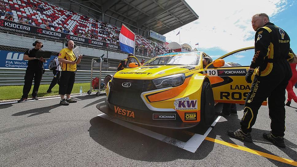 Команда Lada Sport Rosneft готовится к старту на домашнем этапе в чемпионате мира WTCC. Трасса Moscow Raceway