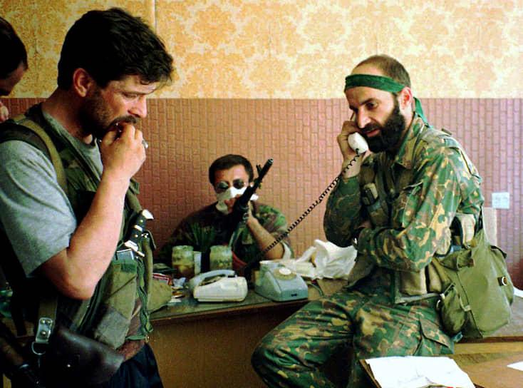В этот же день в Грозном начались переговоры между представителями России и непризнанной Чеченской Республики Ичкерия