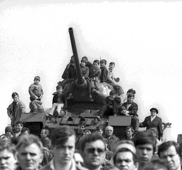 16 августа 1989 года Объединенный совет трудовых коллективов (ОСТК) Приднестровья провел первую забастовку с требованием отложить сессию Верховного совета и принятие закона о ведении делопроизводства только на молдавском языке